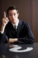 ひらめくビジネスマン 02336002836| 写真素材・ストックフォト・画像・イラスト素材|アマナイメージズ