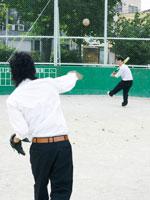 野球をする男子高校生