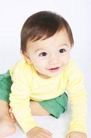 はいはいする赤ちゃん 02336003173  写真素材・ストックフォト・画像・イラスト素材 アマナイメージズ