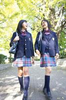 女子中学生の通学風景