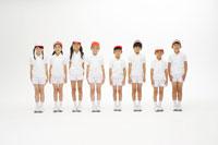 横一列に整列する子供たち