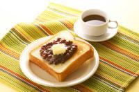 小倉トーストとコーヒー 02336004445| 写真素材・ストックフォト・画像・イラスト素材|アマナイメージズ