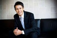 ソファに座っているビジネスマン 02336005356| 写真素材・ストックフォト・画像・イラスト素材|アマナイメージズ