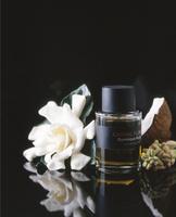 香水と材料イメージ