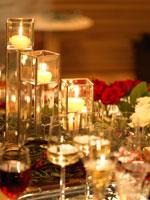 パーティーのテーブルセッティングとキャンドル 02343000672| 写真素材・ストックフォト・画像・イラスト素材|アマナイメージズ