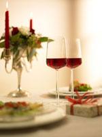 赤ワインとテーブルセッティング 02343000707A| 写真素材・ストックフォト・画像・イラスト素材|アマナイメージズ