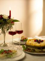 赤ワインとテーブルセッティング 02343000708| 写真素材・ストックフォト・画像・イラスト素材|アマナイメージズ