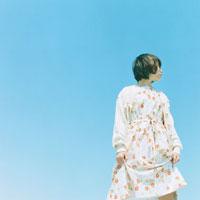ワンピースを着た日本人女性