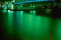 勝どき橋の水辺の夜景 02350000061  写真素材・ストックフォト・画像・イラスト素材 アマナイメージズ