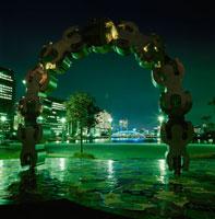 佃二丁目「パリ広場」からみる永代橋 02350000066  写真素材・ストックフォト・画像・イラスト素材 アマナイメージズ