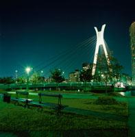佃二丁目「パリ広場」からみる中央大橋 02350000067  写真素材・ストックフォト・画像・イラスト素材 アマナイメージズ
