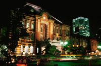 東京駅のライトアップ 02350000093| 写真素材・ストックフォト・画像・イラスト素材|アマナイメージズ