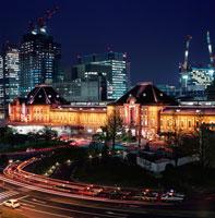 丸ビルから見た東京駅 02350000096| 写真素材・ストックフォト・画像・イラスト素材|アマナイメージズ