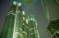 都庁通りから見る東京都庁 02350000104| 写真素材・ストックフォト・画像・イラスト素材|アマナイメージズ