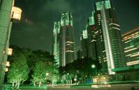 西新宿二丁目付近から見る東京都庁 02350000105| 写真素材・ストックフォト・画像・イラスト素材|アマナイメージズ
