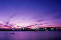 レインボーブリッジと東京タワーのライトアップ 02350000189| 写真素材・ストックフォト・画像・イラスト素材|アマナイメージズ