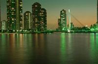 高層マンション群と中央大橋の夜景 02350000207| 写真素材・ストックフォト・画像・イラスト素材|アマナイメージズ