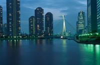 高層マンション群と中央大橋の夜景 02350000208| 写真素材・ストックフォト・画像・イラスト素材|アマナイメージズ