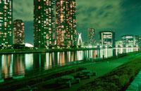 高層マンション群と中央大橋の夜景 02350000220| 写真素材・ストックフォト・画像・イラスト素材|アマナイメージズ