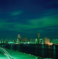 隅田川や勝どき橋の夜景 02350000228  写真素材・ストックフォト・画像・イラスト素材 アマナイメージズ