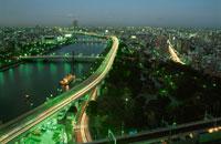 隅田川と高速6号向島線の夜景 02350000241  写真素材・ストックフォト・画像・イラスト素材 アマナイメージズ