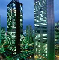 西新宿のビル群の夜景 02350000411| 写真素材・ストックフォト・画像・イラスト素材|アマナイメージズ