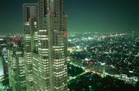 西新宿のビル群の夜景 02350000421| 写真素材・ストックフォト・画像・イラスト素材|アマナイメージズ
