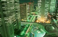 西新宿のビル群の夜景 02350000424| 写真素材・ストックフォト・画像・イラスト素材|アマナイメージズ