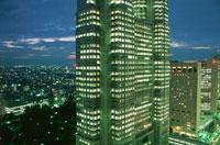 西新宿のビル群の夜景 02350000427| 写真素材・ストックフォト・画像・イラスト素材|アマナイメージズ