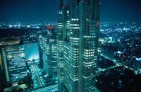 西新宿のビル群の夜景 02350000429| 写真素材・ストックフォト・画像・イラスト素材|アマナイメージズ
