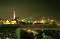 マリンタワーとみなとみらいの夜景
