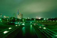 臨港パークから見たみなとみらいの夜景 02350000747| 写真素材・ストックフォト・画像・イラスト素材|アマナイメージズ