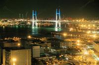 マリンタワーから見た横浜ベイブリッジの夜景 02350000748| 写真素材・ストックフォト・画像・イラスト素材|アマナイメージズ