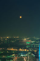 赤レンガ倉庫と満月