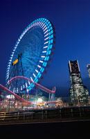横浜コスモワールドの観覧車 02350000871| 写真素材・ストックフォト・画像・イラスト素材|アマナイメージズ