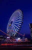 横浜コスモワールドの観覧車 02350000872| 写真素材・ストックフォト・画像・イラスト素材|アマナイメージズ
