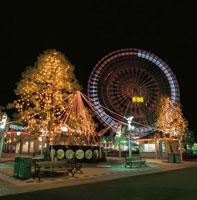 横浜コスモワールドのライトアップ 02350000949| 写真素材・ストックフォト・画像・イラスト素材|アマナイメージズ