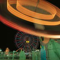 横浜コスモワールドのライトアップ 02350000952| 写真素材・ストックフォト・画像・イラスト素材|アマナイメージズ
