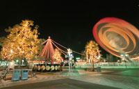 横浜コスモワールドのライトアップ 02350000953| 写真素材・ストックフォト・画像・イラスト素材|アマナイメージズ