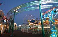横浜コスモワールドのライトアップ 02350000956| 写真素材・ストックフォト・画像・イラスト素材|アマナイメージズ