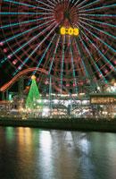 横浜コスモワールドのライトアップ 02350000959| 写真素材・ストックフォト・画像・イラスト素材|アマナイメージズ