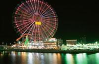 横浜コスモワールドのライトアップ 02350000960| 写真素材・ストックフォト・画像・イラスト素材|アマナイメージズ
