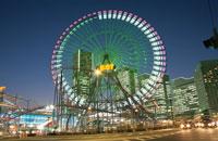 横浜コスモワールドのライトアップ 02350000962| 写真素材・ストックフォト・画像・イラスト素材|アマナイメージズ
