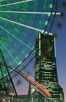 ランドマークタワーと横浜コスモワールドの観覧車
