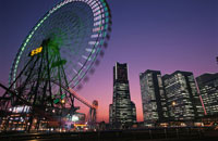 横浜コスモワールド観覧車とみなとみらいの風景 02350000965| 写真素材・ストックフォト・画像・イラスト素材|アマナイメージズ