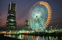 横浜コスモワールド観覧車とみなとみらいの風景 02350000968| 写真素材・ストックフォト・画像・イラスト素材|アマナイメージズ