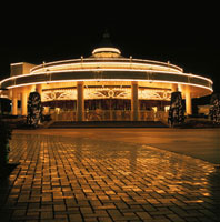 八景島シーパラダイスのメリーゴーランドライトアップ 02350000974| 写真素材・ストックフォト・画像・イラスト素材|アマナイメージズ