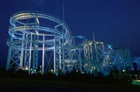 八景島シーパラダイスのジェットコースターライトアップ 02350000975| 写真素材・ストックフォト・画像・イラスト素材|アマナイメージズ