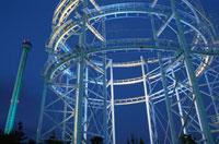 八景島シーパラダイスのジェットコースターライトアップ 02350000978| 写真素材・ストックフォト・画像・イラスト素材|アマナイメージズ