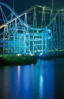 八景島シーパラダイスのジェットコースターライトアップ 02350000980| 写真素材・ストックフォト・画像・イラスト素材|アマナイメージズ